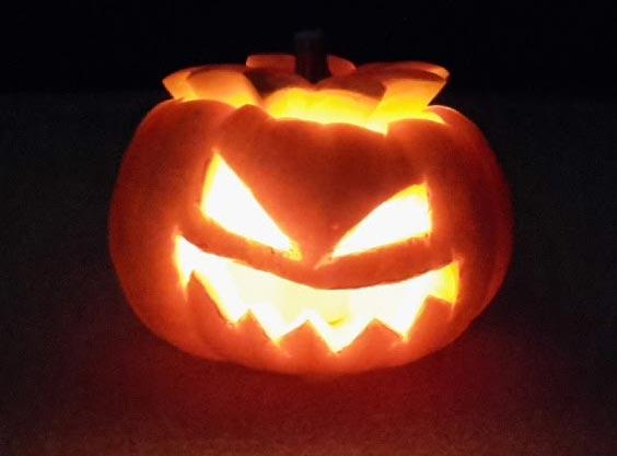 Halloween Kürbis (mit Kerze)
